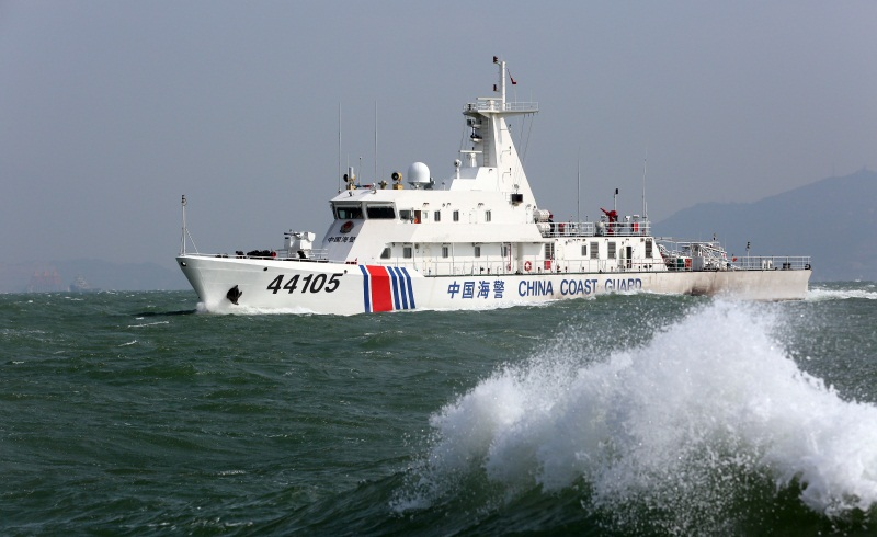新型海警巡逻舰破浪前行(摄影:姜宗平)