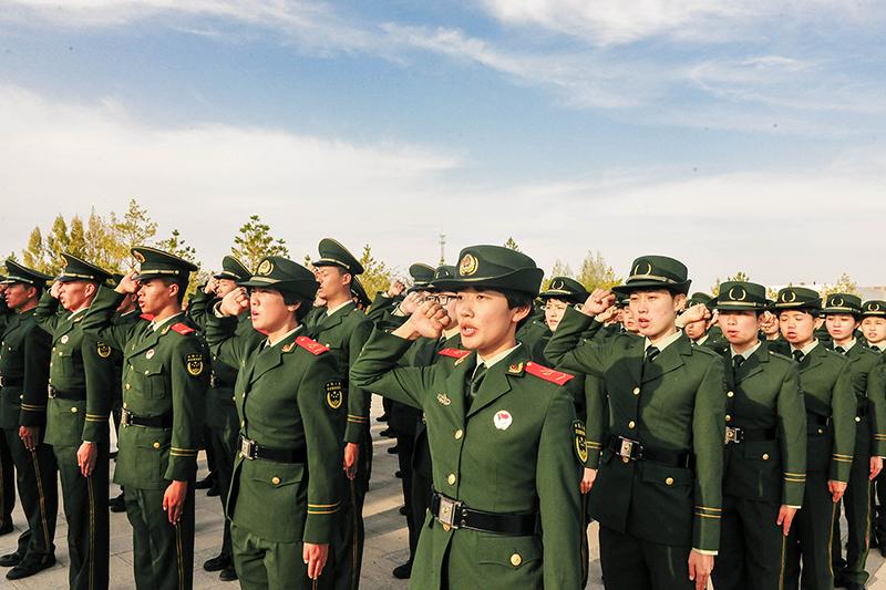 图为训练基地官兵进行宣誓 孙树伟摄